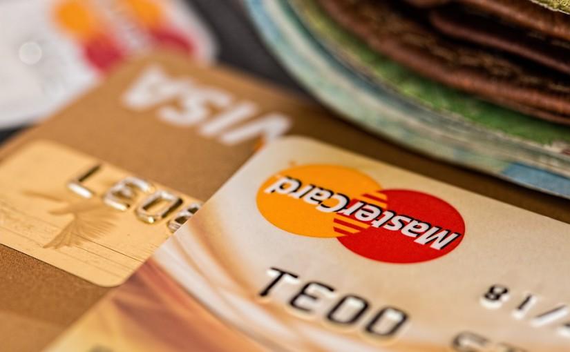 Platební karty aneb debetní karta není kreditní karta a naopak