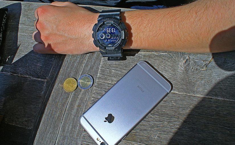 Cash a karty jsou OUT. IN je placení mobilním telefonem nebo chytrými hodinkami
